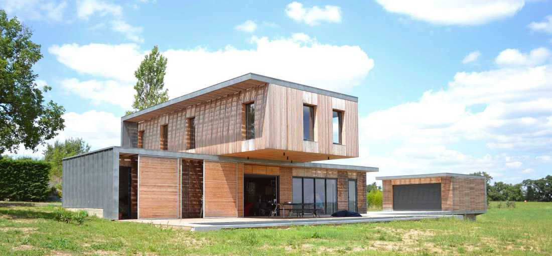 Contemporary wood and concrete house in Bouches-du-Rhône
